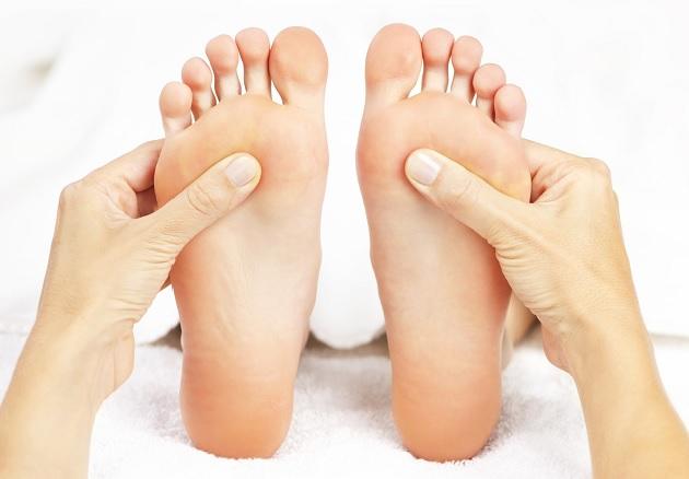 massage-relaxant-des-pieds