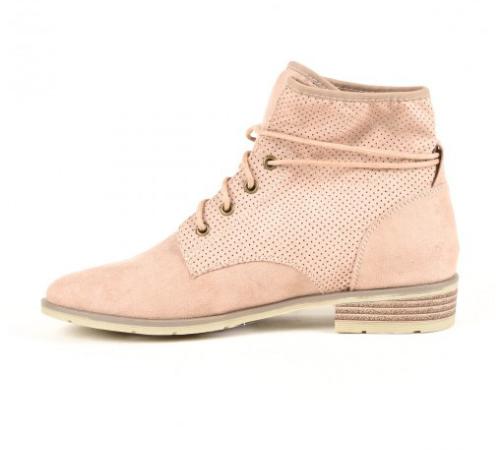 Boots rose pâle, Districenter